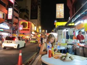 lapak makanan di pinggir Jalan Sultan